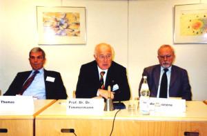 2001 DDR-Forschertagung in der Europäischen Akademie Otzenhausen mit Heiner Timmermann (Mitte) und Lothar de Maiziere (rechts)